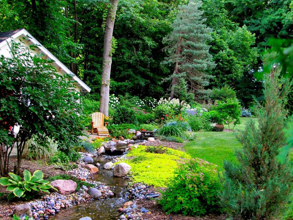 RMS-lross7577_backyard-landscape-stream_s4x3.jpg.rend.hgtvcom.1280.960.jpeg