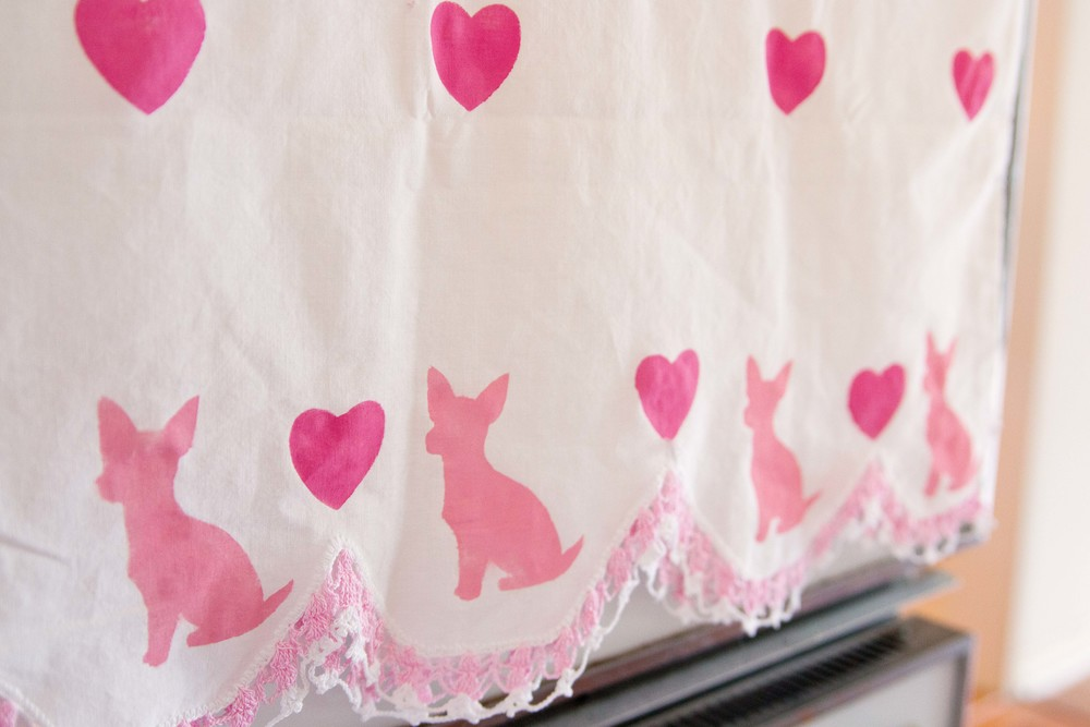 DIY tea towel with chihuahuas and hearts for Valentine's Day