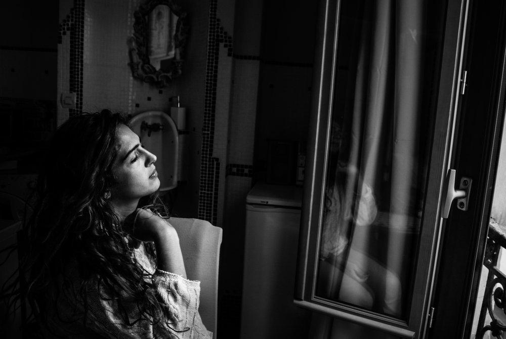 L'aveva aspettata senza mai scrogere nè alba nè tramonto