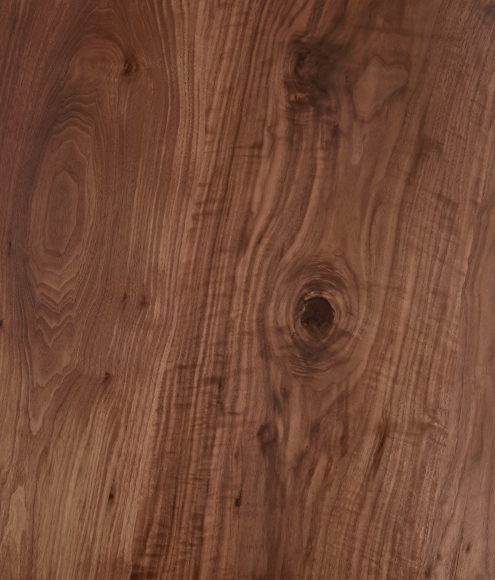Il Pezzo 8 Table is made of walnut