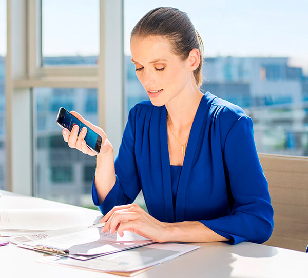 philips-dictation-app_female-lawyer-cropped-1.jpg