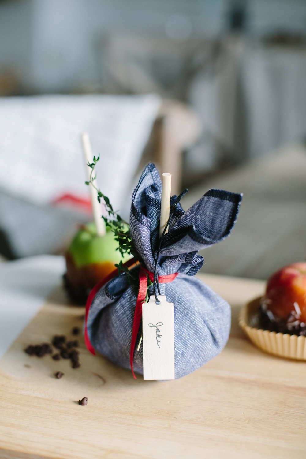 candy-apples-gift-holiday-wrap-idea-cloth-napkin