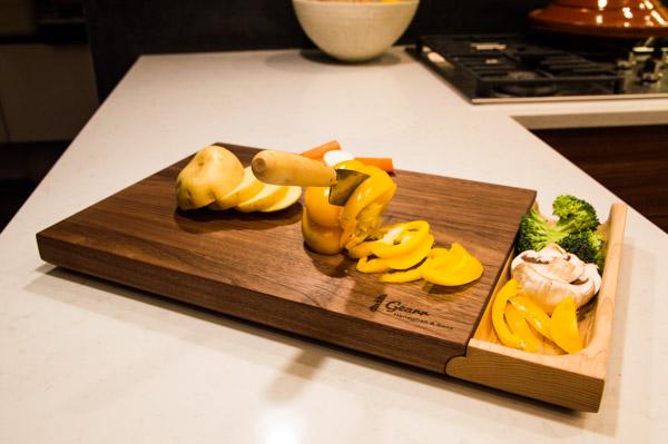 luxury-walnut-culinary-chopping-board-detachable-tray-maker-gents-5.jpg