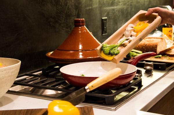 luxury-walnut-culinary-chopping-board-detachable-tray-maker-gents-7.jpg