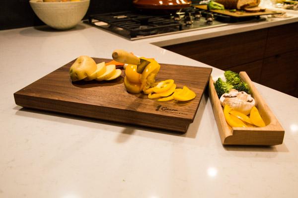 luxury-walnut-culinary-chopping-board-detachable-tray-maker-gents-6.jpg