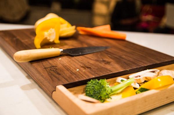 luxury-walnut-culinary-chopping-board-detachable-tray-maker-gents-10.jpg