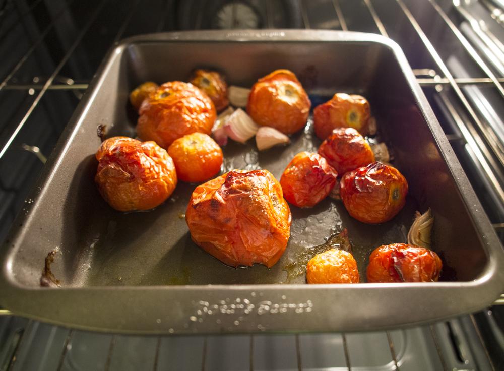roasting tomatoes.jpg