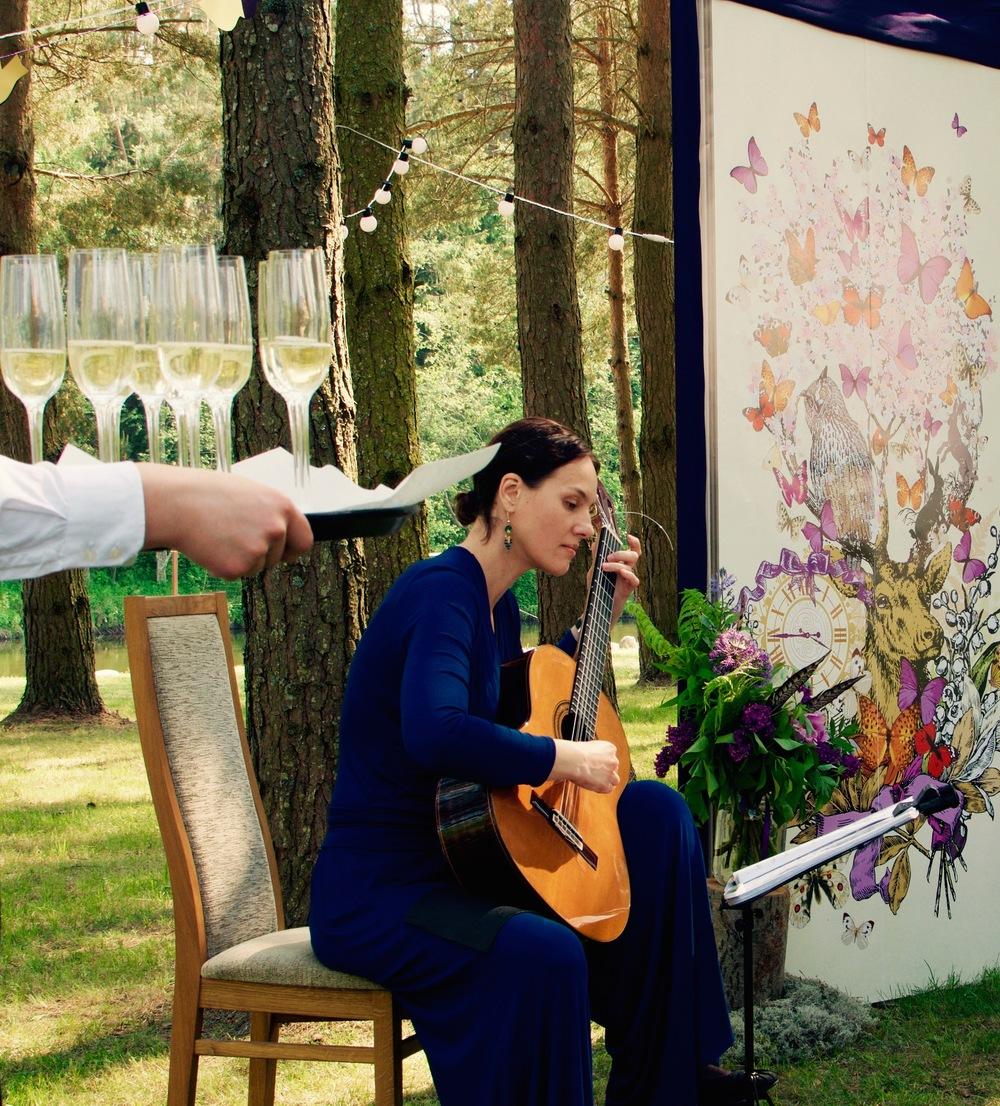 Vaidote Benaitiene gitaros muzika ceremonijai.jpg