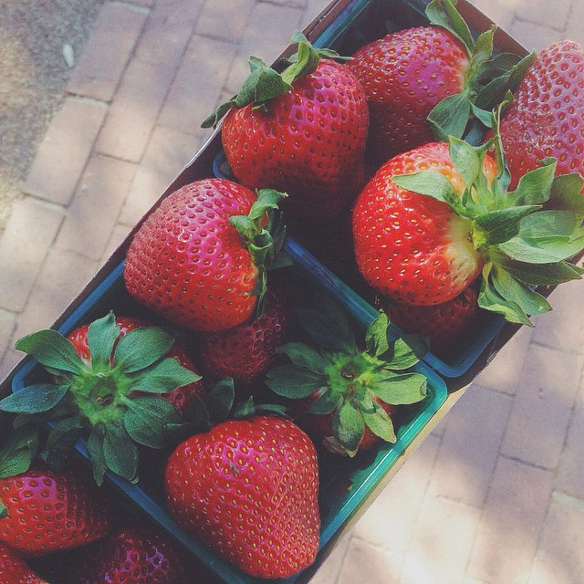 a delicious #organic mid-morning snack🍓🍓