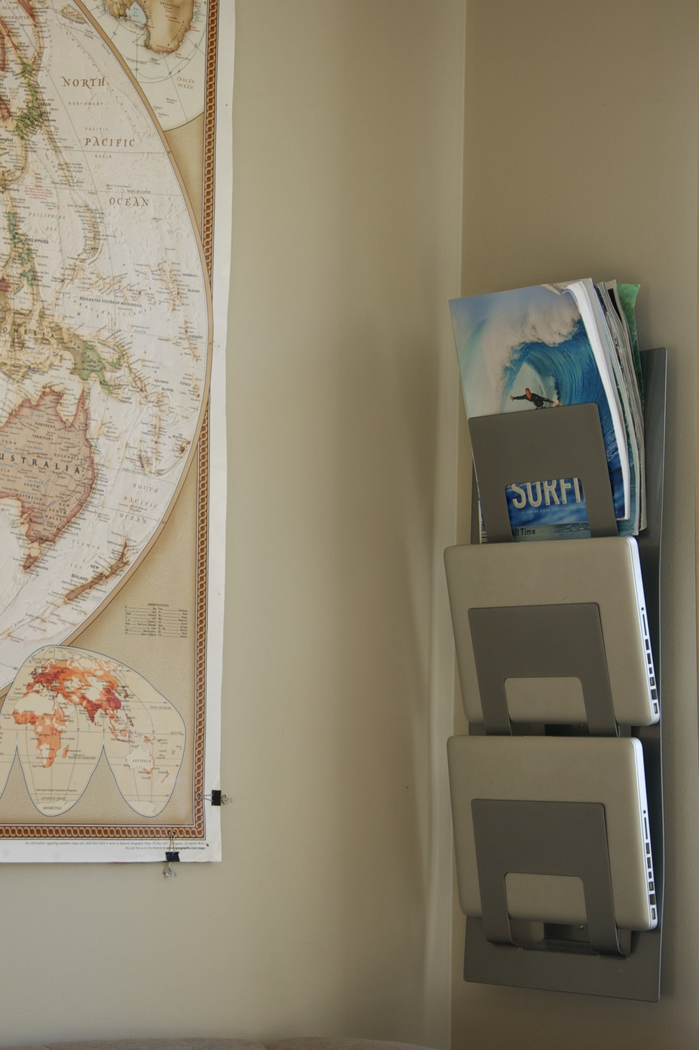 smallswell-small-space-living-magazine-rack