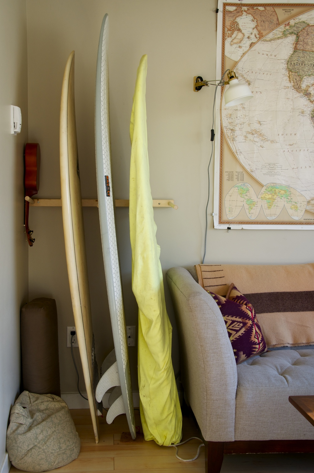 smallswell-small-space-living-surf-rack