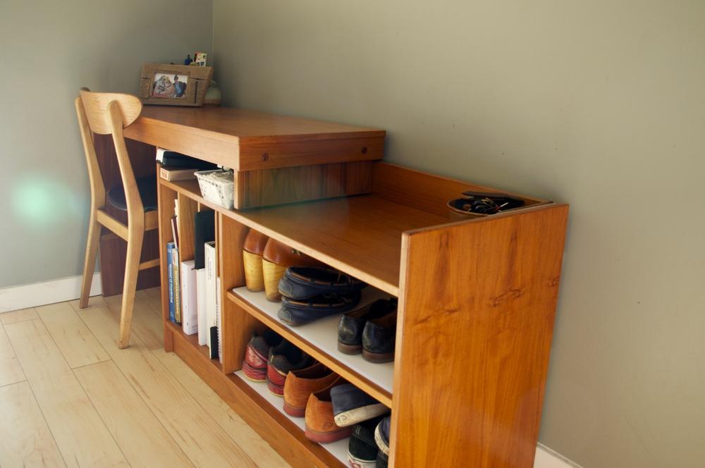 smallswell-small-space-living-teak-desk