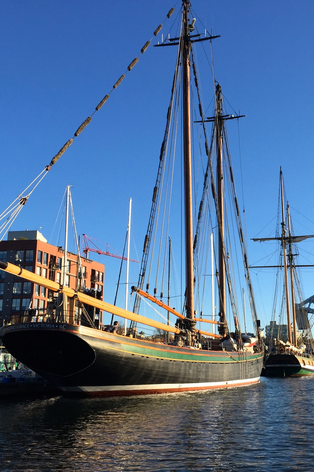 smallswell-victoria-inner-harbour-tall-ship