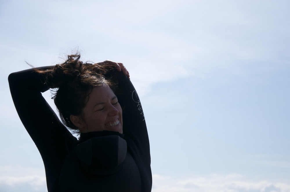 smallswell-kate-wetsuit-struggle-2