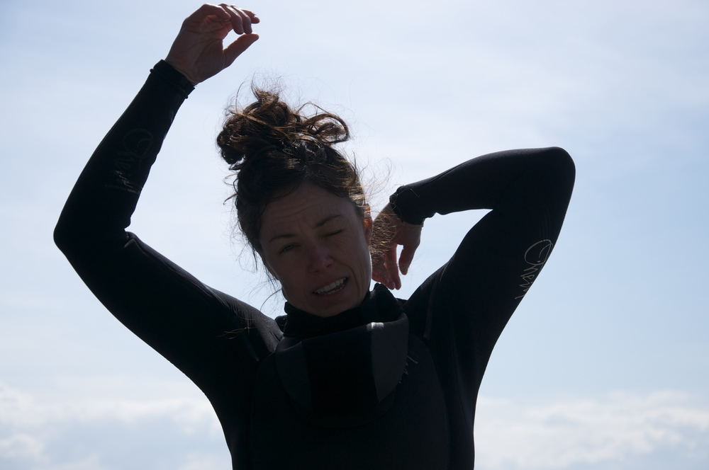 smallswell-kate-wetsuit-struggle-1