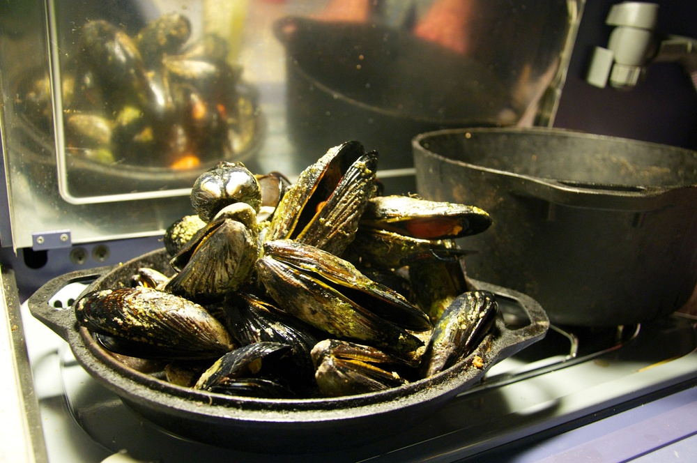 smallswell-fresh-british-columbia-harvested-foraged-mussels