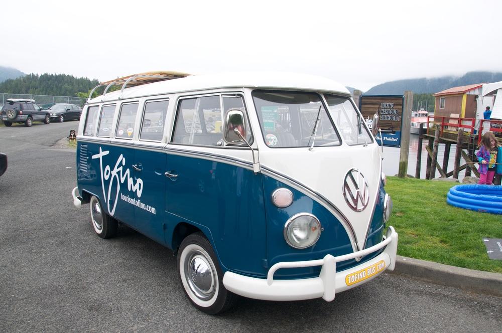 smallswell-tofino-tourism-bus