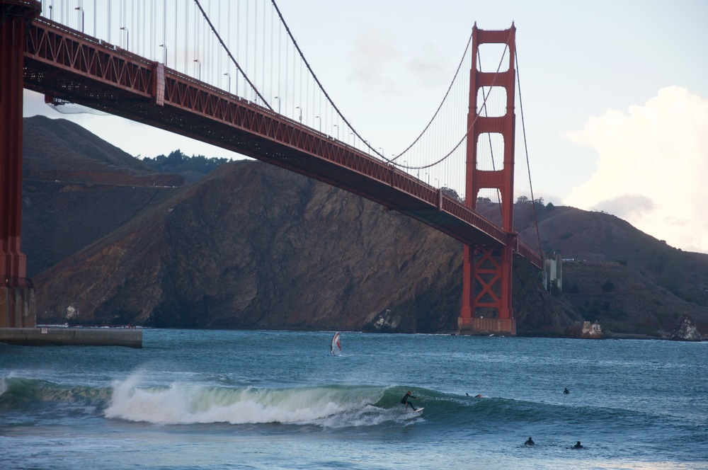 smallswell-california-golden-gate-bridge-fort-point-surf