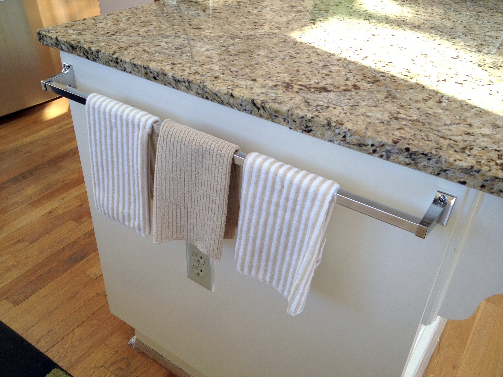 the - Kitchen Towel Bars Ideas