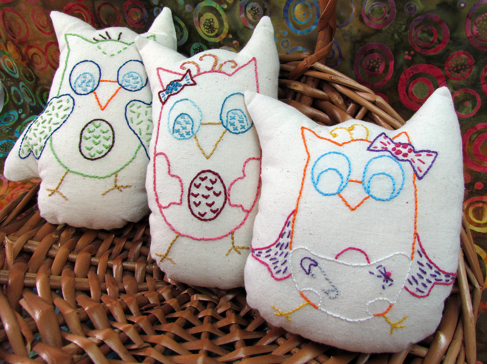 Hoot (the daddy), Screech (the momma) and Whoobie (the baby) by Chatterbox Quilts are adorable toys or cute shelf sitters.