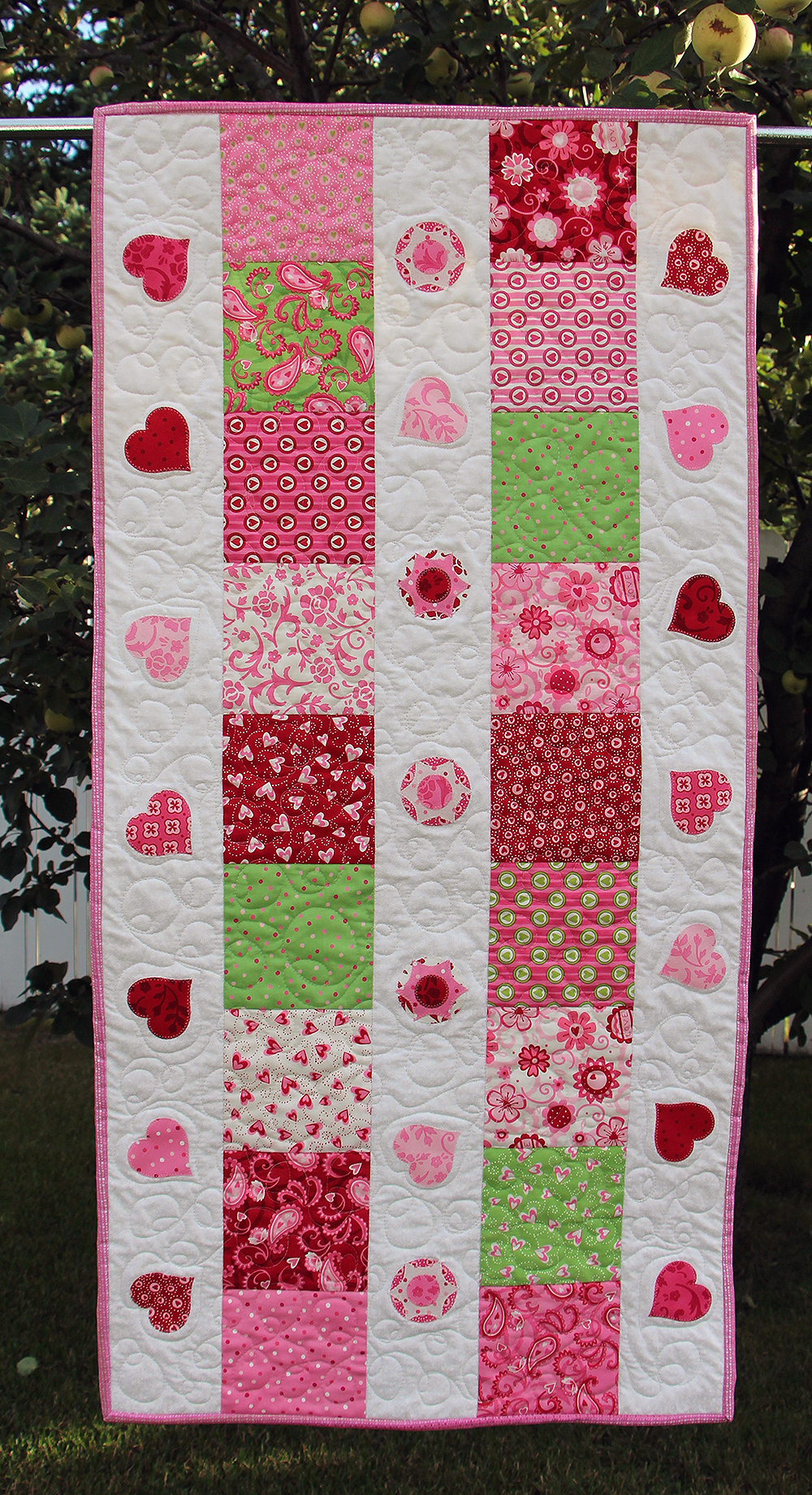 Fusible Web Appliqué used to construct designs in Tweet-Heart pattern by Chatterbox Quilts