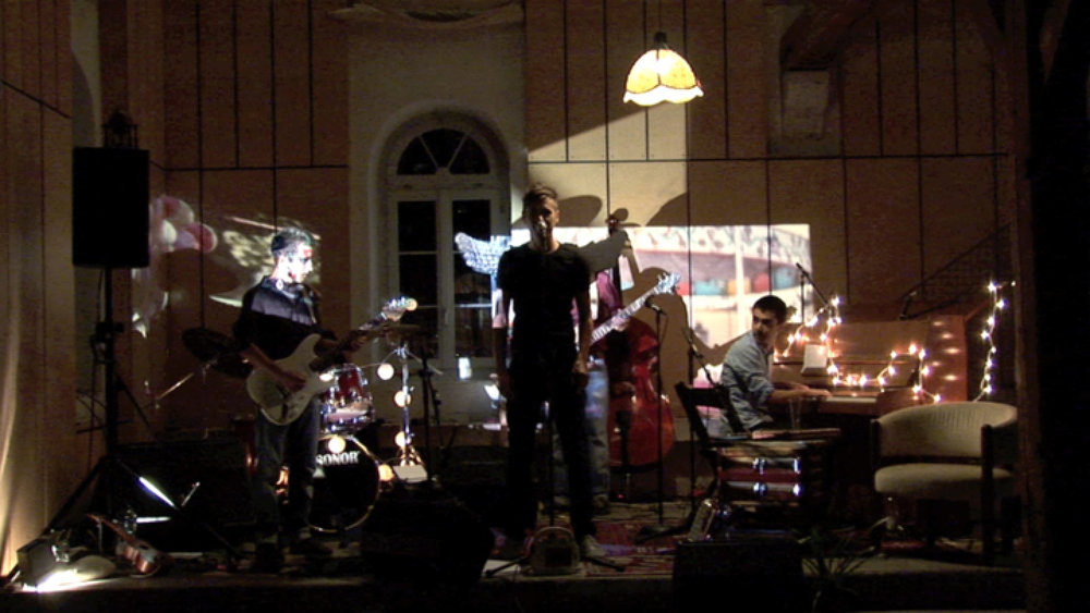 Hermes Baby Versuch die Schwerkraft zu überwinden music theatre with Mario Fuchs