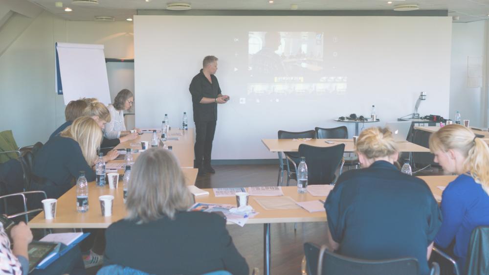 Der arbejdes intens med videoerne på en business workshop for EU ansatte