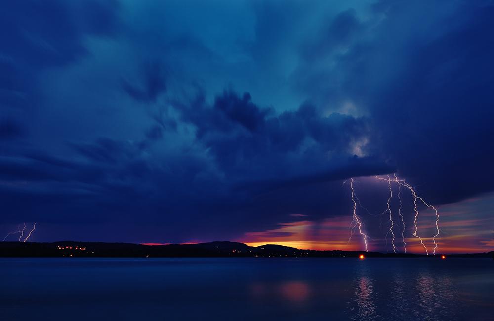 30x40  201306  flashs at Forrgen-lake 8788 sh sRGB.jpg