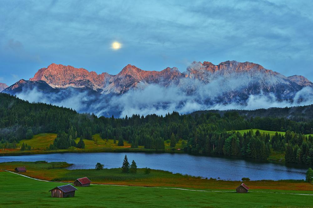 201408  Karwendel over Gerold lake 9228 sh sRGB.jpg