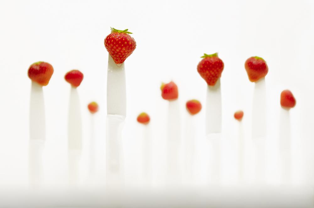 30x40  200907  strawberrys on knife rz sh sRGB.jpg