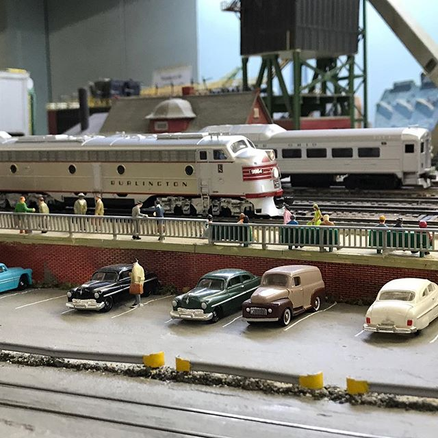The California Zephyr rolls into Bridgeport. Graceful and elegant, it's the epitome of the classic age of passenger trains. #garfieldcentralrailroad #modelrailway #modelrailroad #hoscale #modelrailroading #modeltrain #modeltrains