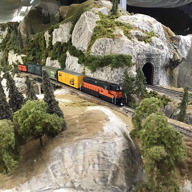 A short local climbs the hill to Summit. #modelrailroad #modelrailway #modelrailways #modeltrain #modeltrains #modelrailroading #modelrailroads #modelrailroadscenery #garfieldcentralrailroad #hoscale