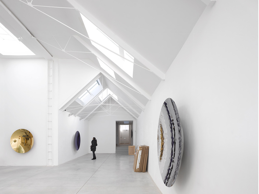 Lisson Gallery / Tony Fretton with Anish Kapoor