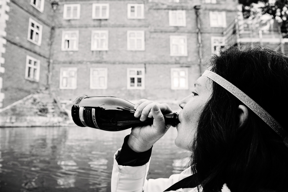 adventure-travel-photography-becky-brockie-england-cambridge-punting-beverage.jpg