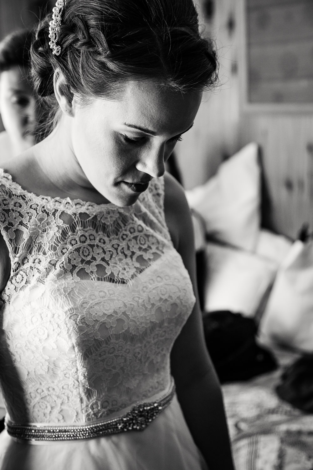 absaroka-beartooth-wilderness-montana-wedding-bride-getting-dressed.jpg
