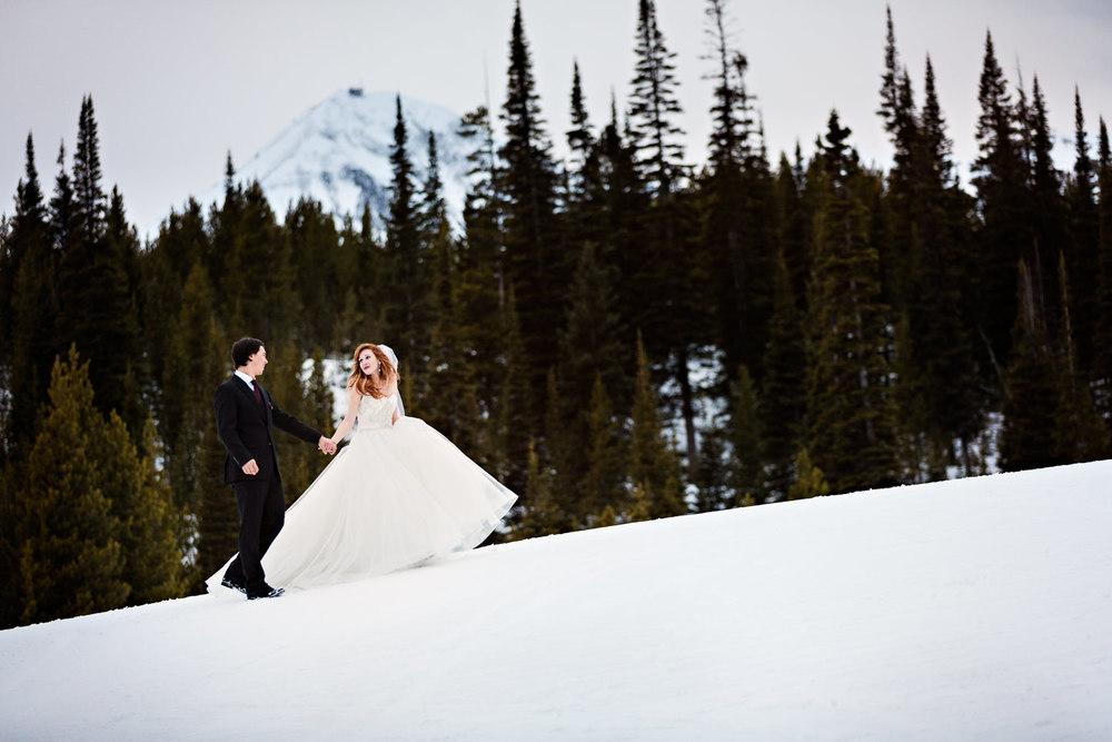 big-sky-montana-winter-wedding-breanna-first-look-bride-groom-dancing-in-the-snow.jpg