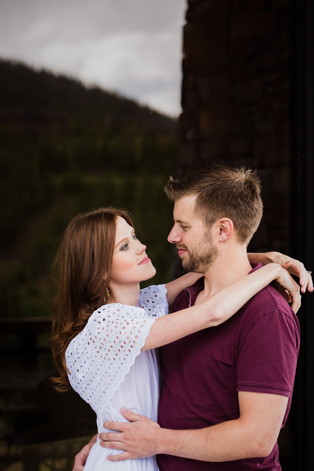 big-sky-montana-engagement-moonlight-basin-tavern-couple-hugging.jpg