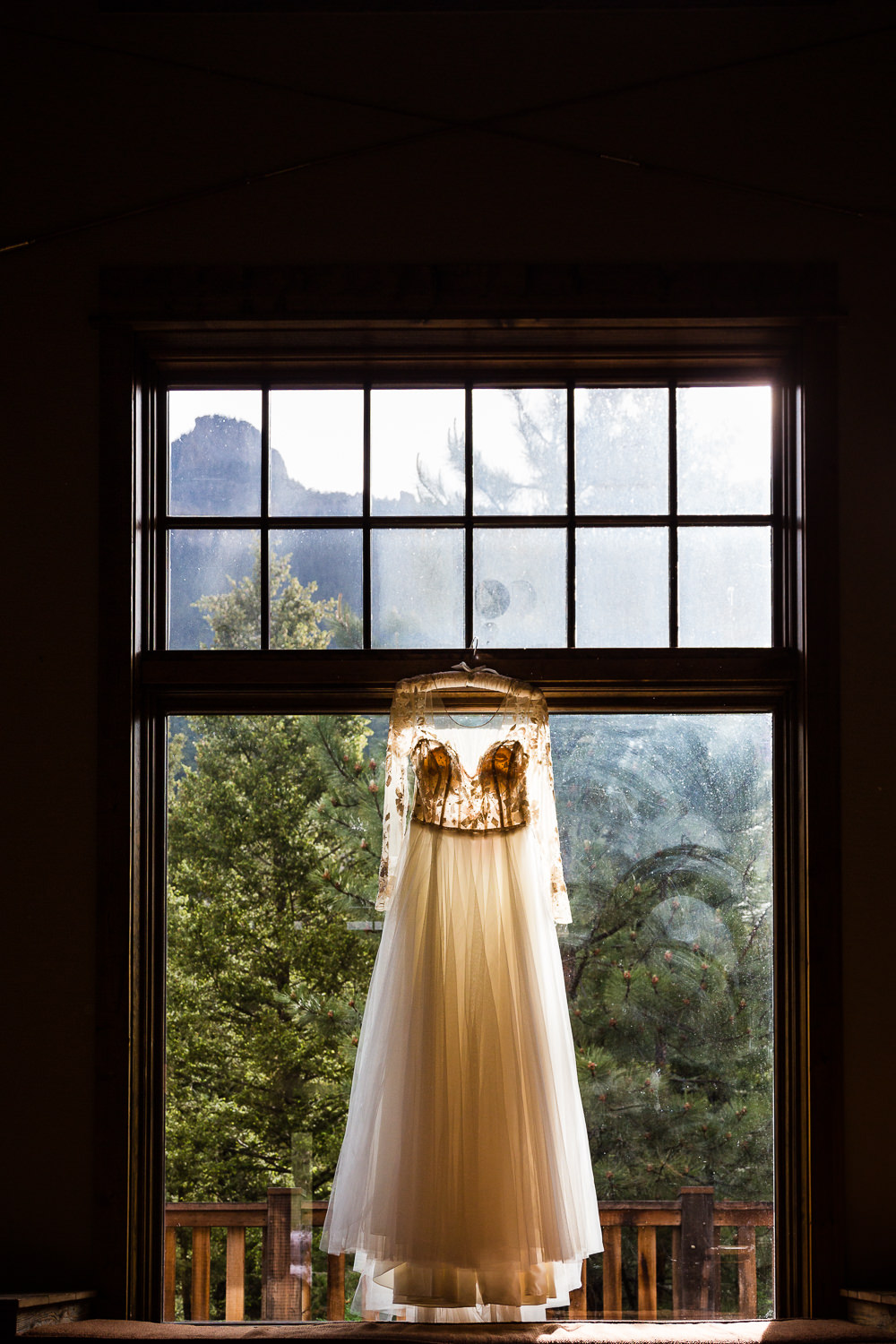 bozeman-hart-ranch-wedding-brides-dress.jpg