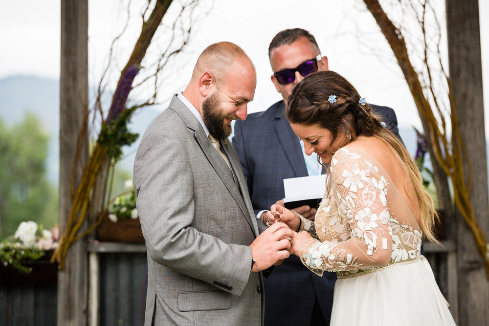 bozeman-hart-ranch-wedding-brides-ring-gets-stuck.jpg