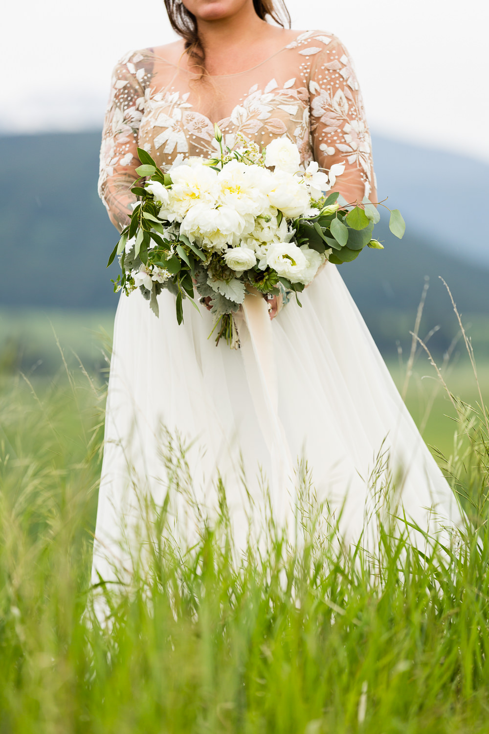 bozeman-hart-ranch-wedding-brides-bouquet.jpg