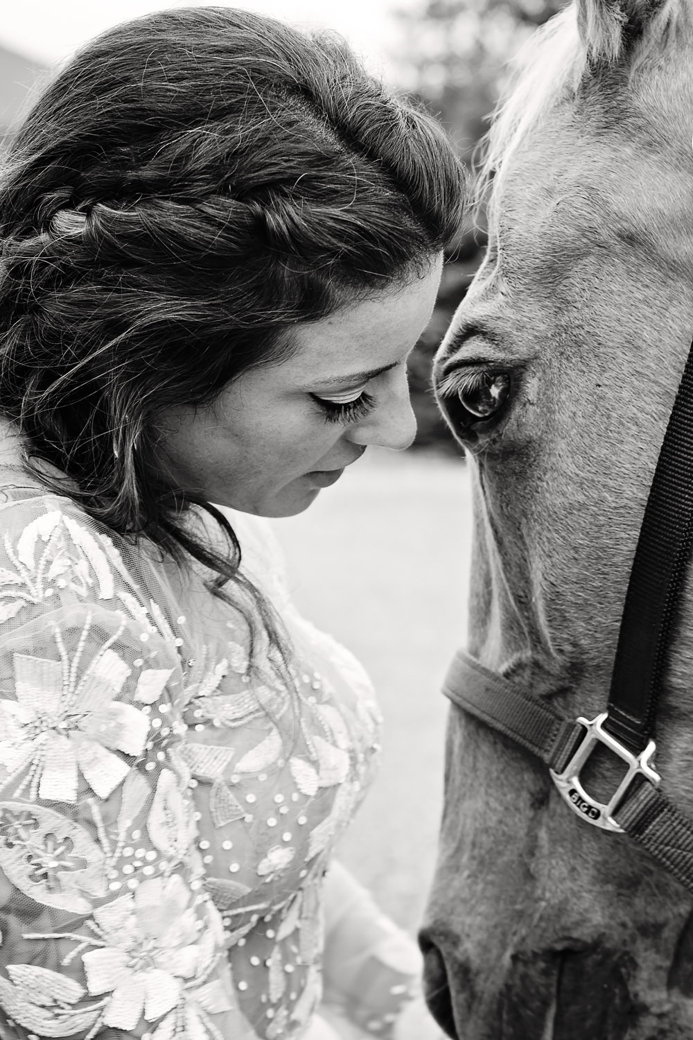 bozeman-hart-ranch-wedding-bride-snuggles-horse.jpg