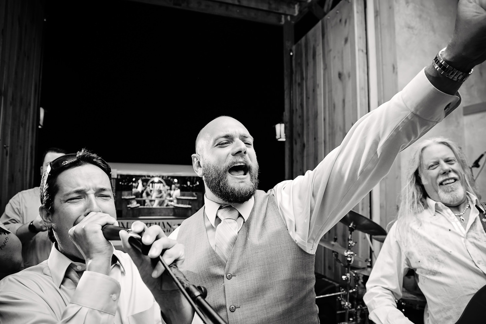 bozeman-hart-ranch-wedding-groom-sings-with-friends.jpg