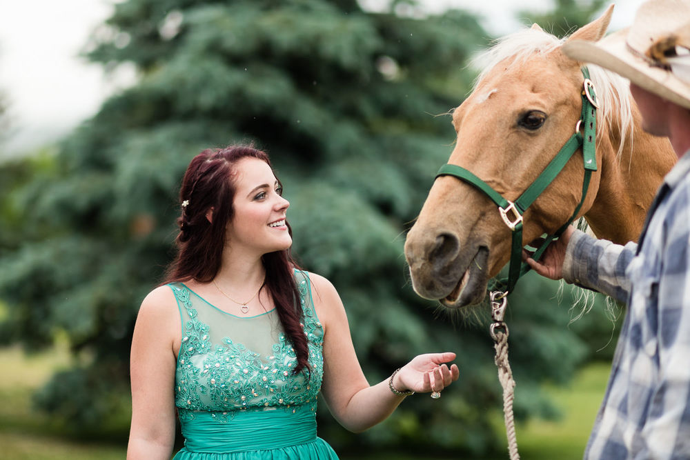 bozeman-hart-ranch-wedding-guest-plays-with-horse.jpg