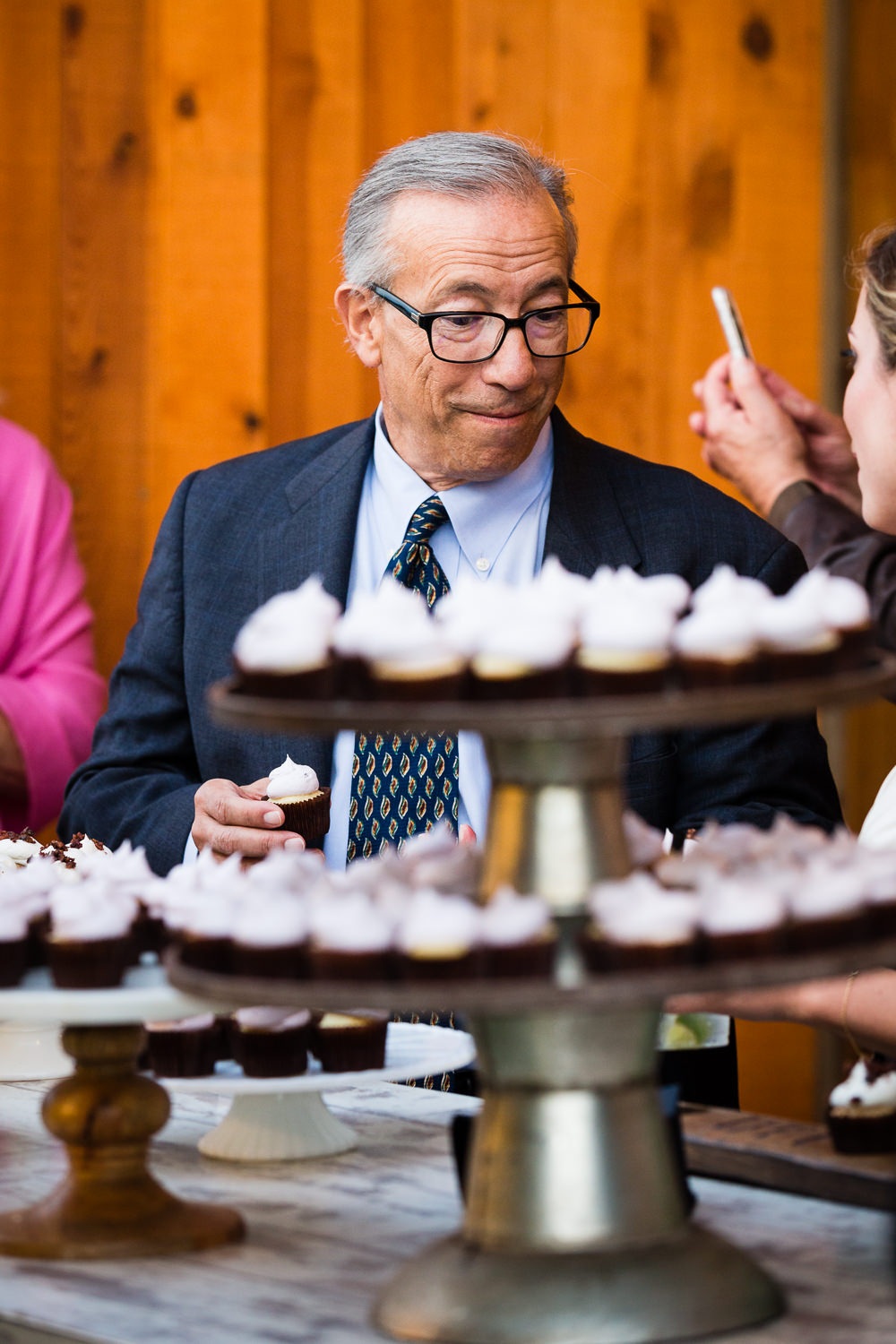 bozeman-hart-ranch-wedding-man-at-cupcake-table.jpg