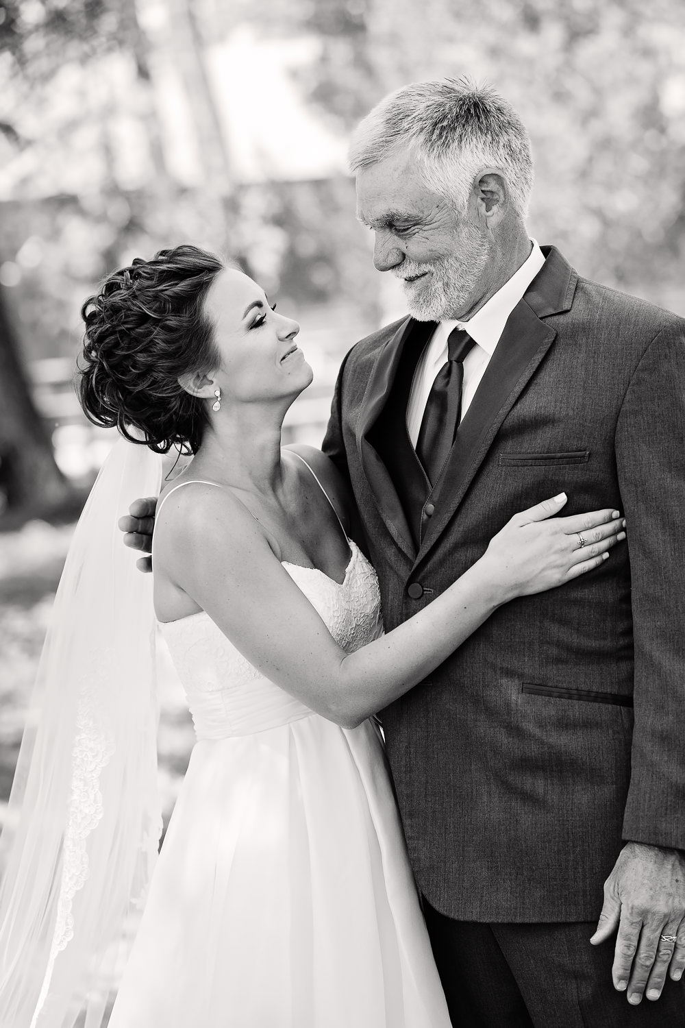 billings-montana-swift-river-ranch-wedding-father-daughter-first-look-hug.jpg