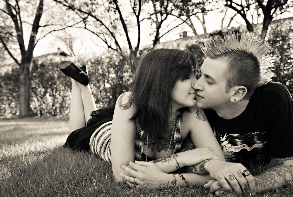 billings-montana-engagement-session-moss-mansion-couple-kiss.jpg
