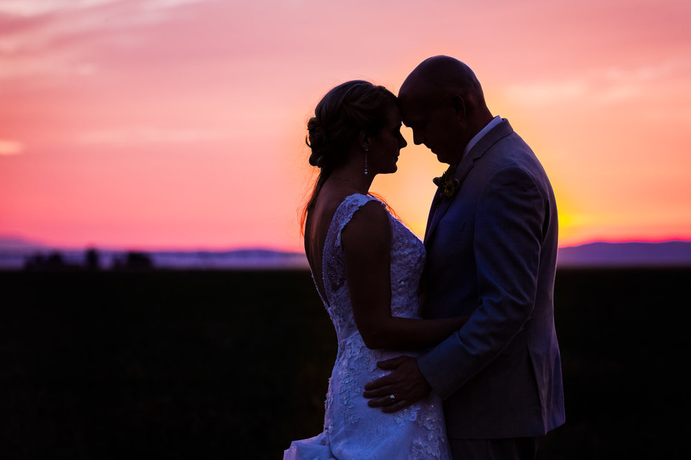bozeman-wedding-roys-barn-couple-sunset-shoot.jpg