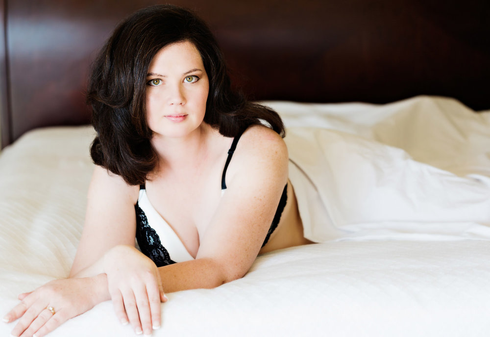 billings-montana-boudoir-photoraphy-woman-on-bed.jpg