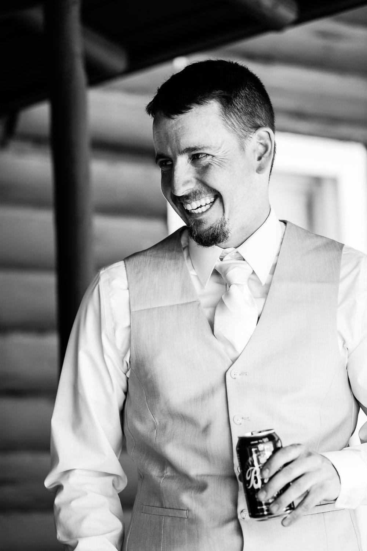 bozeman-montana-wedding-groom-drinks-prewedding-beer.jpg