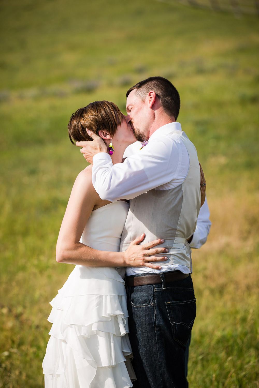 bozeman-montana-wedding-bride-groom-ceremony-kiss.jpg